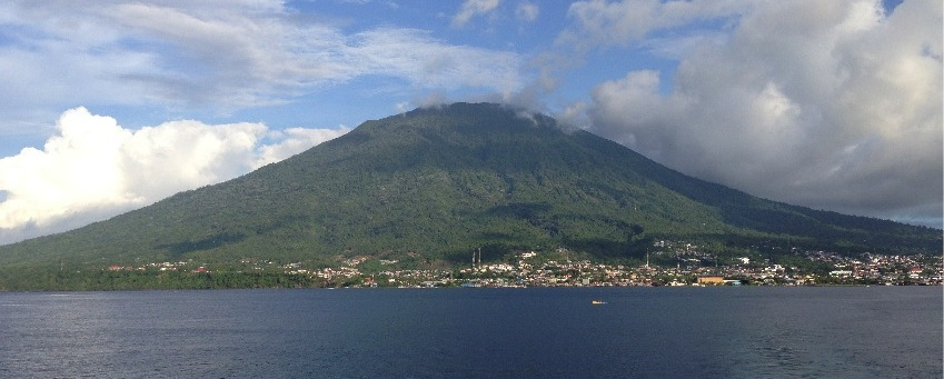 Gunung Gamalama, Ternate dilihat dari arah Tidore